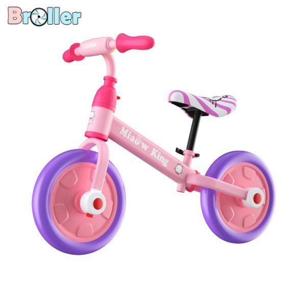 xe đạp đang năng cho trẻ em